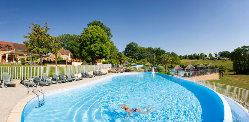 panoramic swimming pool in Dordogne
